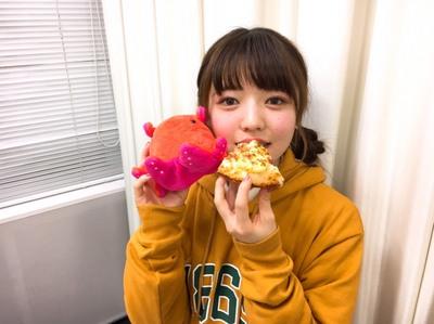 和泉#8ピザ食べる.jpg