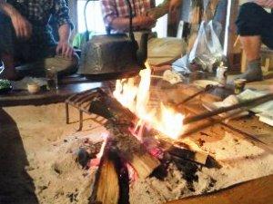 囲炉裏端で味わう山菜