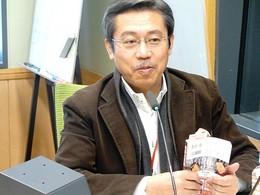 弘兼さんが手にしているのは『黄昏流星群』39巻(画像をクリックすると拡大します)