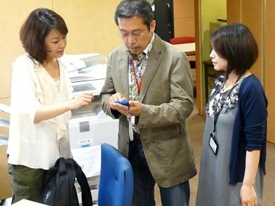 """放送後""""コンシェルジュ""""吉井歌奈子さんにアプリをダウンロードしてもらった弘兼さんとスマートフォンデビューを計画している石川アナウンサー"""
