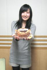 ケーキを持って.jpg