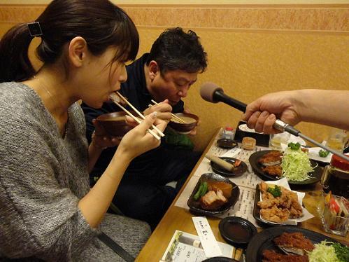 食べる2人.JPG