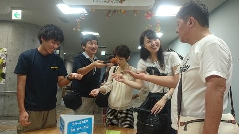 多摩動物公園・コオロギ体験.jpg