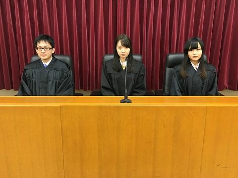 法学部・模擬法廷②.JPG
