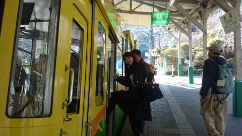高尾山・ケーブルカー.JPG