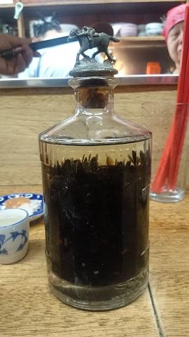 ムロ・スズメバチ酒.jpg