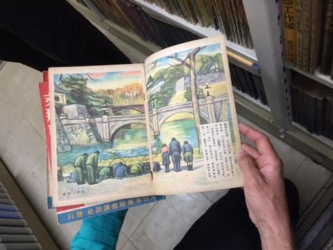 山中さんの書庫本(開いた状態).JPGのサムネール画像