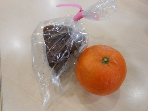 チョコケーキとタンカン.JPG