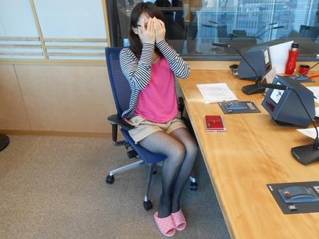 ピンクの安田アナ.JPG