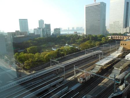 朝7時前の浜松町.JPGのサムネール画像