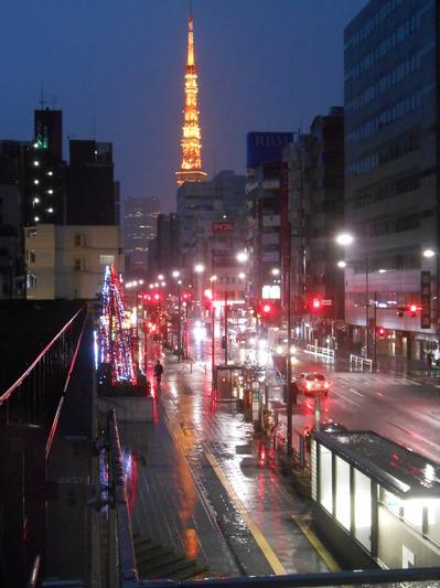 1119雨の6時の東京タワー.JPG