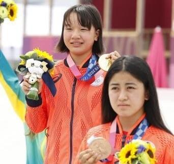 スケートボード女子ストリートで13歳西矢椛が金メダル、中山楓奈が銅メダル!