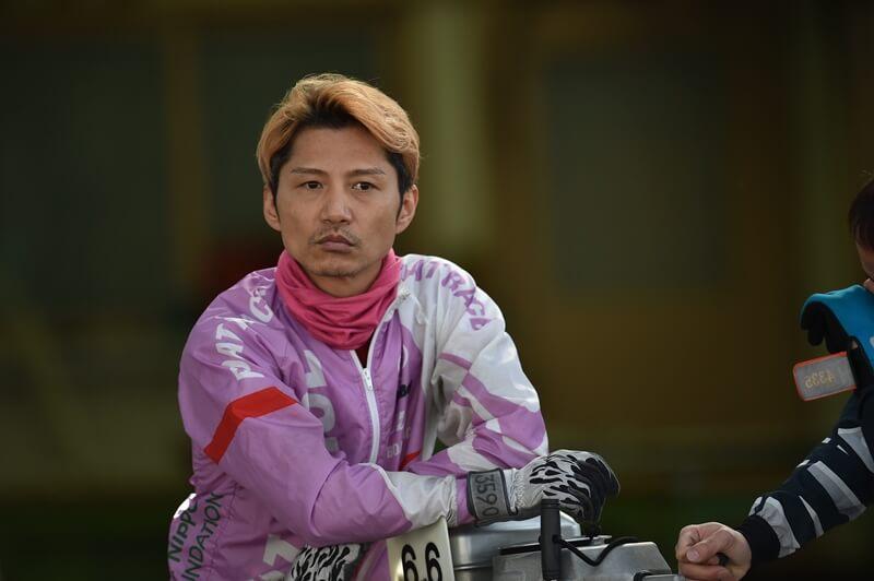 生涯獲得賞金歴代6位!ボートレーサー・濱野谷憲吾選手の自分へのご褒美に、クルマ好きのガンちゃん大興奮