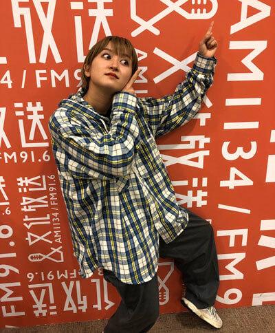 世界1位の口笛奏者が「紅蓮華」を演奏! ラランド・サーヤ「想像の100倍すごい」『卒業アルバムに1人はいそうな人を探すラジオ』